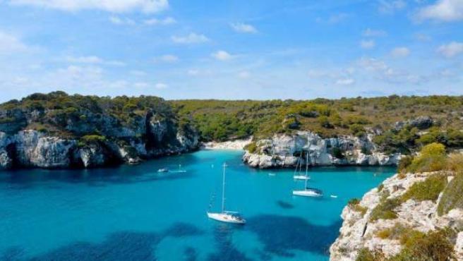 Una paradisíaca cala de la isla de Menorca.