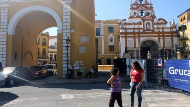 Susana Serrano visita el entorno de la basílica de la Macarena