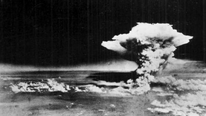 Explosión de la bomba atómica sobre Hiroshima.