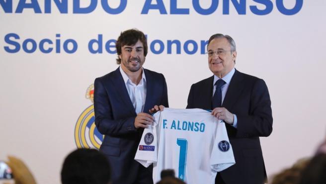 Alonso, socio de honor del Madrid.
