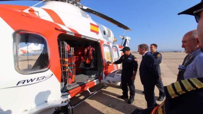 Visita a la base de los medios aéreos de Salvamento Marítimo