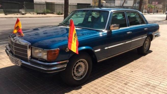 Mercedes-Benz 450 SEL blindado utilizado por el rey a finales de los 70 y que conserva los banderines oficiales.