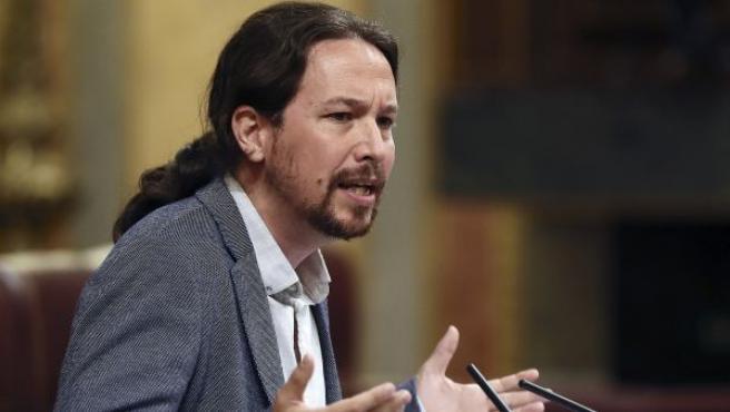 El líder de Podemos, Pablo Iglesias, durante sus apelaciones al presidente del Gobierno, Mariano Rajoy, durante el pleno extraordinario en el Congreso por el caso Gürtel.