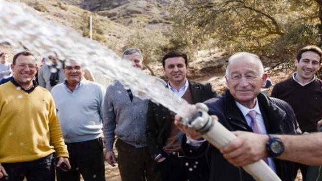 Gabriel Amat, en uno de los últimos sondeos efectuados por la Diputación.