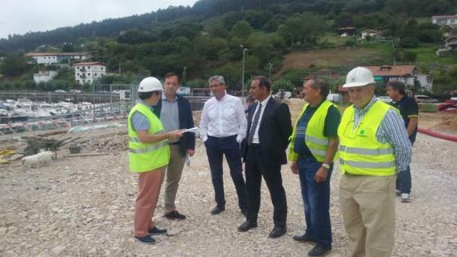 Lastra visita las obras de estanques de tormenta en Villaviciosa