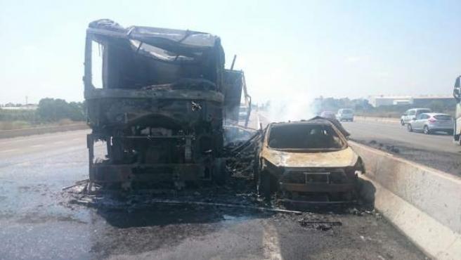 Incendi d'un camió en l'A-7