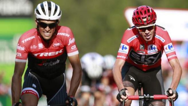 Alberto Contador y Chris Froome, llegando a la meta de Santo Toribio de Liébana.