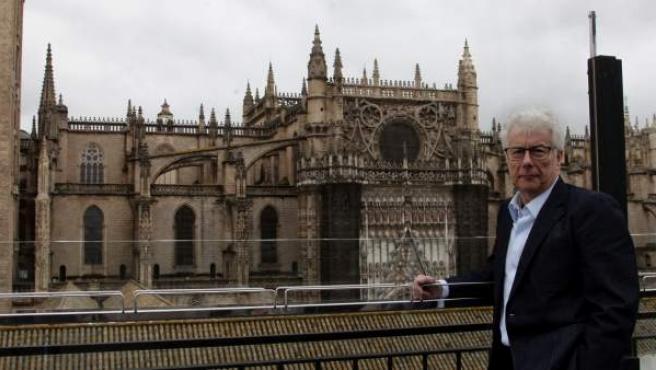 El escritor Ken Follet ha visitado Sevilla para documentarse para su novela 'La columna de fuego'.