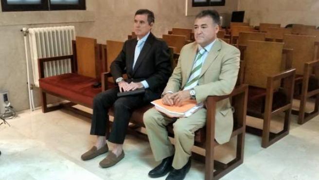 Jaume Matas y José Luis Ballester, en el banquillo.