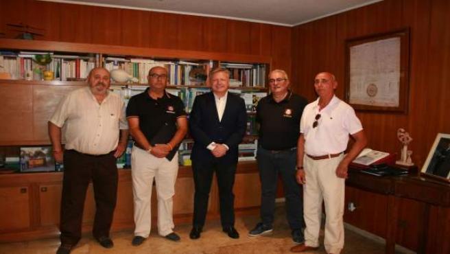 Primo Jurado (centro) recibe a la Asociación de Jubilados de la Policía Nacional