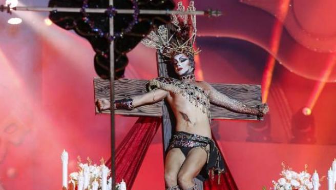 """Drag Sethlas, con la fantasía """"¡Mi cielo yo no hago milagros. Que sea lo que Dios quiera""""."""