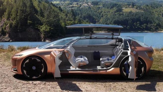 """El Renault SYMBIOZ es un prototipo preparado para la conducción autónoma de nivel 4 (el conductor se puede desentender completamente de los mandos y la carretera). Su interior, según la marca francesa, está inspirado en """"la sala de estar de una casa""""."""