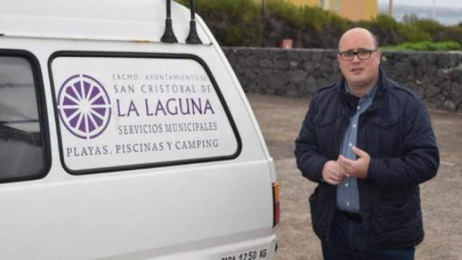 El concejal de Mercado, Sanidad, Playas y Piscinas, Medioambiente y Cementerios de la localidad tinerfeña de La Laguna, Zebenzuí González.