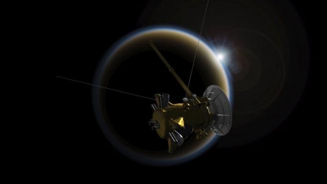 Imagen facilitada por la NASA que muestra una versión artística de la sonda Cassini. La nave, que durante los últimos 13 años ha orbitado alrededor de Saturno, acabará su misión el próximo 15 de septiembre, momento en el que esta veterana del espacio se desintegrará en la atmósfera del segundo planeta más grande del Sistema Solar.