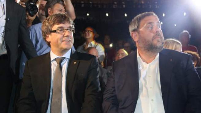 Puigdemont y Junqueras en el Tarraco Arena.