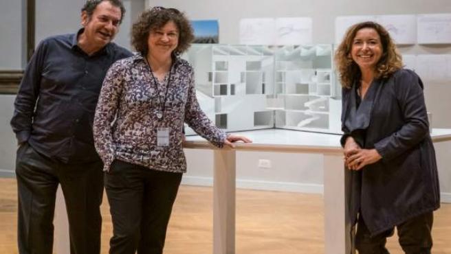 Los arquitectos I. Ábalos y R. Sentkiewicz junto a la pta.De Sorigué, A. Vallés