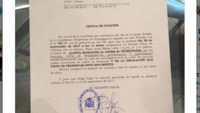 Imagen publicada en Twitter por la alcaldesa de Girona, Marta Madrenas, en la que muestra la citación como investigada de la Fiscalía.
