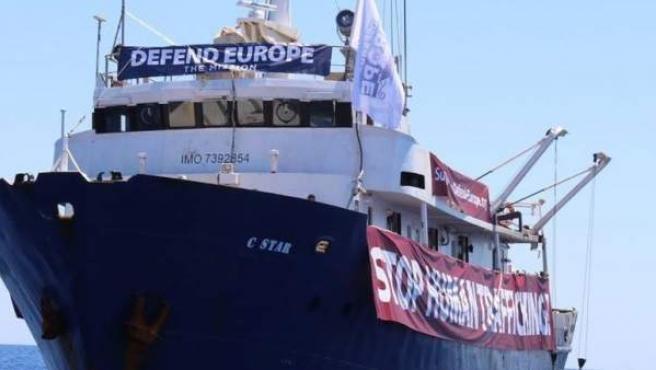 Imagen del barco C-Star, Defend Europe.