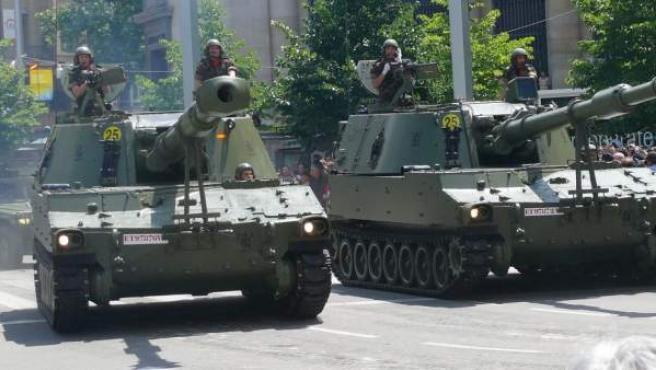 Dos tanques del Ejército español, en un desfile en Zaragoza en 2008, en una imagen de Wikipedia.