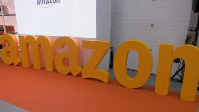 Letrero de la compañía Amazon.
