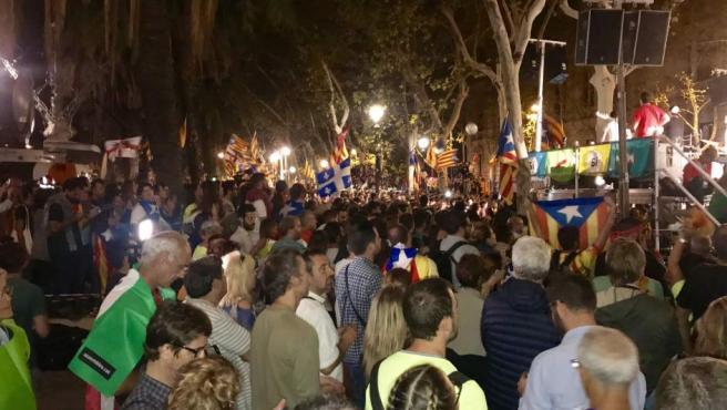 Concentración nocturna frente a la sede del Tribunal Superior de Justicia de Cataluña (TSJC), en Barcelona, para protestar por las detenciones llevadas a cabo con motivo del referéndum del 1-O.