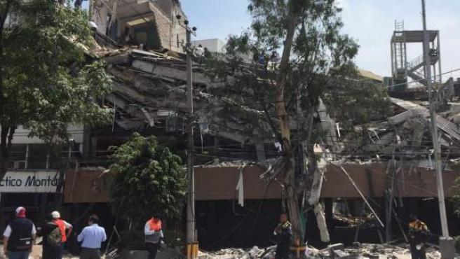 Vista de un edificio derruido tras un sismo de magnitud 7,1 en la capital mexicana.