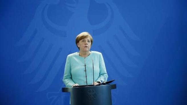 La canciller alemana, Angela Merkel, comparece ante los medios.