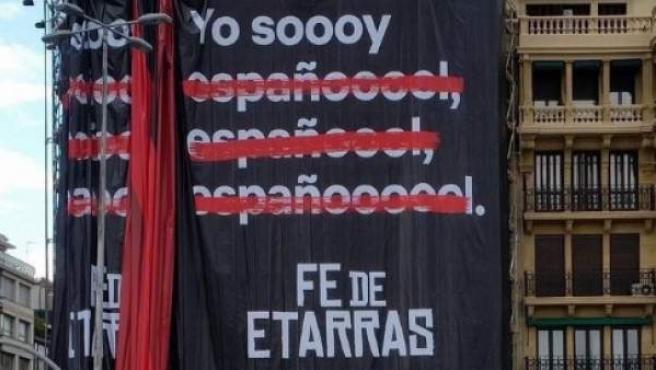 El polémico cartel de 'Fe de etarras' en San Sebastián.