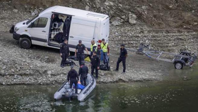 Los Mossos d'Esquadra han localizado los cuerpos de un hombre y una mujer, cuando uno flotaba en el agua y el otro se encontraba sobre una pared lateral, en el pantano de Susqueda.