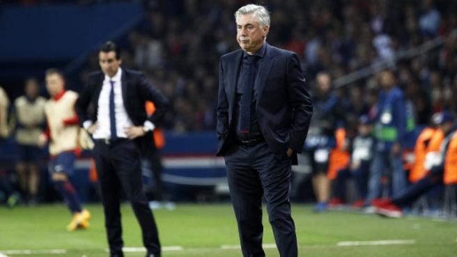 El entrenador del Bayern, Carlo Ancelotti (d).