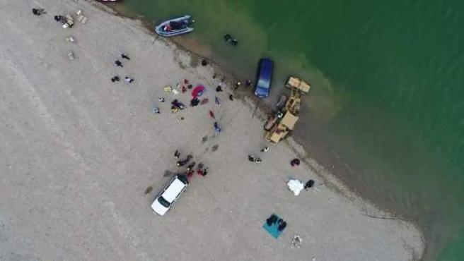 Reflotan el coche de los desaparecidos del pantano de Susqueda