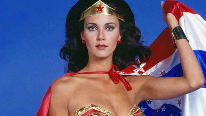 La Wonder Woman original arremete contra James Cameron
