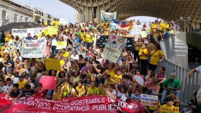 Manifestación de las AMPA de Escuela de Calor