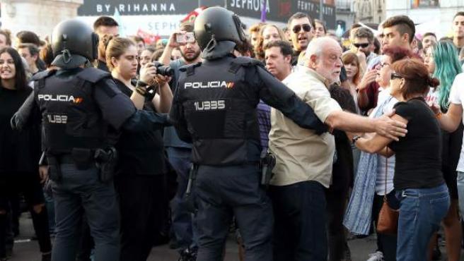 Un momento de la concentración por el derecho a decidir que ha tenido lugar esta tarde de la madrileña Puerta del Sol.