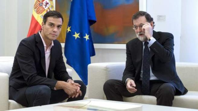 El líder del PSOE y el presidente del Gobierno, Pedro Sánchez y Mariano Rajoy, reunidos en La Moncloa.