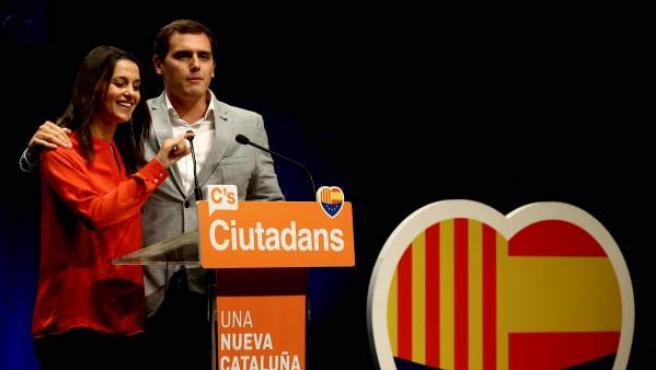 La candidata de Ciudadanos a la presidencia de la Generalitat, Inés Arrimadas (i), y el presidente de la formación, Albert Rivera.