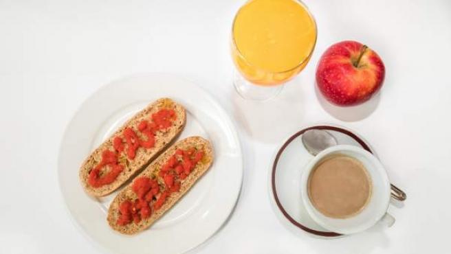 Un ejemplo de lo que los expertos consideran un desayuno saludable.