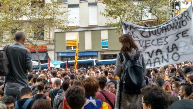 Concentración frente a la sede del PP catalán este 3 de octubre.
