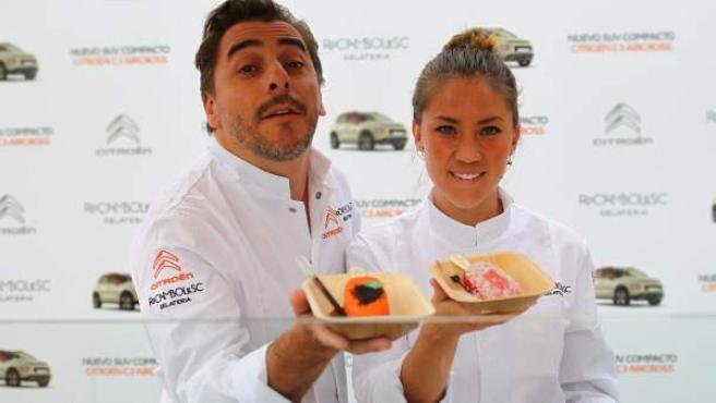 Jordi Roca y Alejandra Rivas posan con dos de sus creaciones.