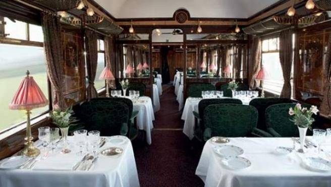 Interior del vagón restaurante del Orient Express.