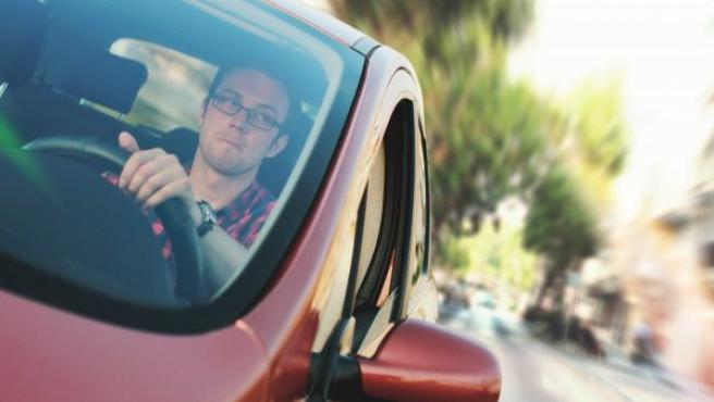Imagen de archivo de un conductor al volante.