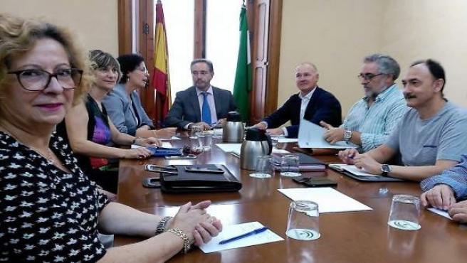 El consejero de Fomento se reúne con la Mesa del Ferrocarril de Almería