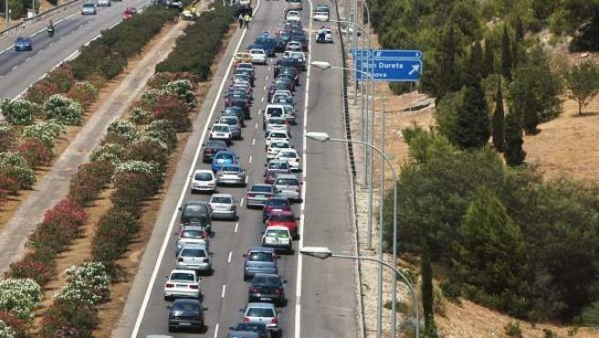 Tráfico denso en una carretera española.