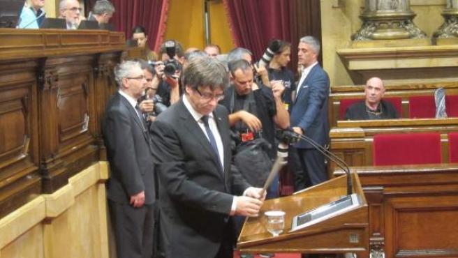 Puigdemont ante el Parlament.