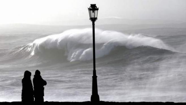 Un temporal azota Galicia y provoca un fuerte oleaje en el municipio coruñés de Muxía.