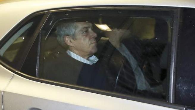 El ex primer ministro portugués, José Sócrates, en un coche en el Campus de la Justicia de Lisboa, tras ser detenido por presuntos delitos de corrupción.