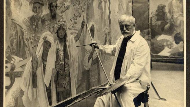 Alphonse Mucha. Autorretrato trabajando en el 'Épico Eslavo' en su estudio de Bohemia, cortesía Arthemisia.