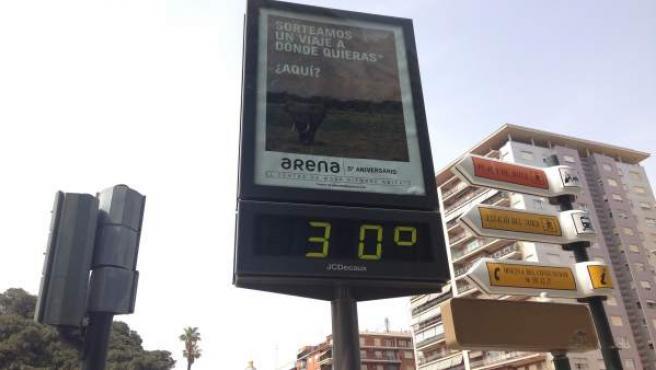 Termòmetre marca 30 graus a València.