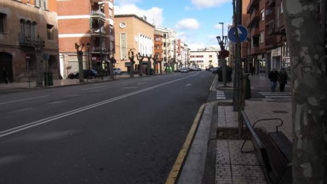 Imagen de Avenida de Navarra, con la antigua Comisaría al fondo