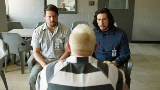 Channing Tatum y Adam Driver hablan con Daniel Craig en 'La suerte de los Logan'.